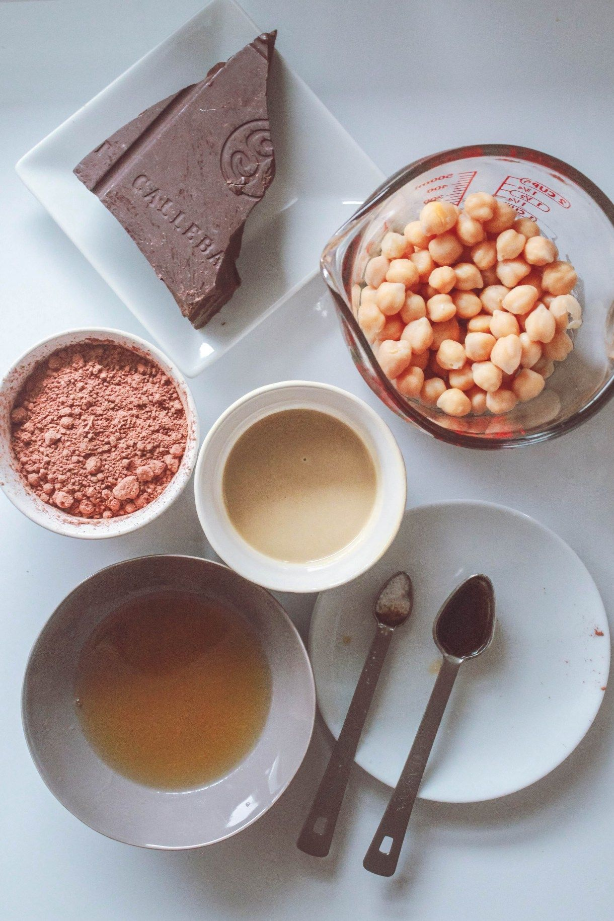Brownie Batter Dessert Hummus - SimpleFitVegan #desserthummus Brownie Batter Dessert Hummus #desserthummus