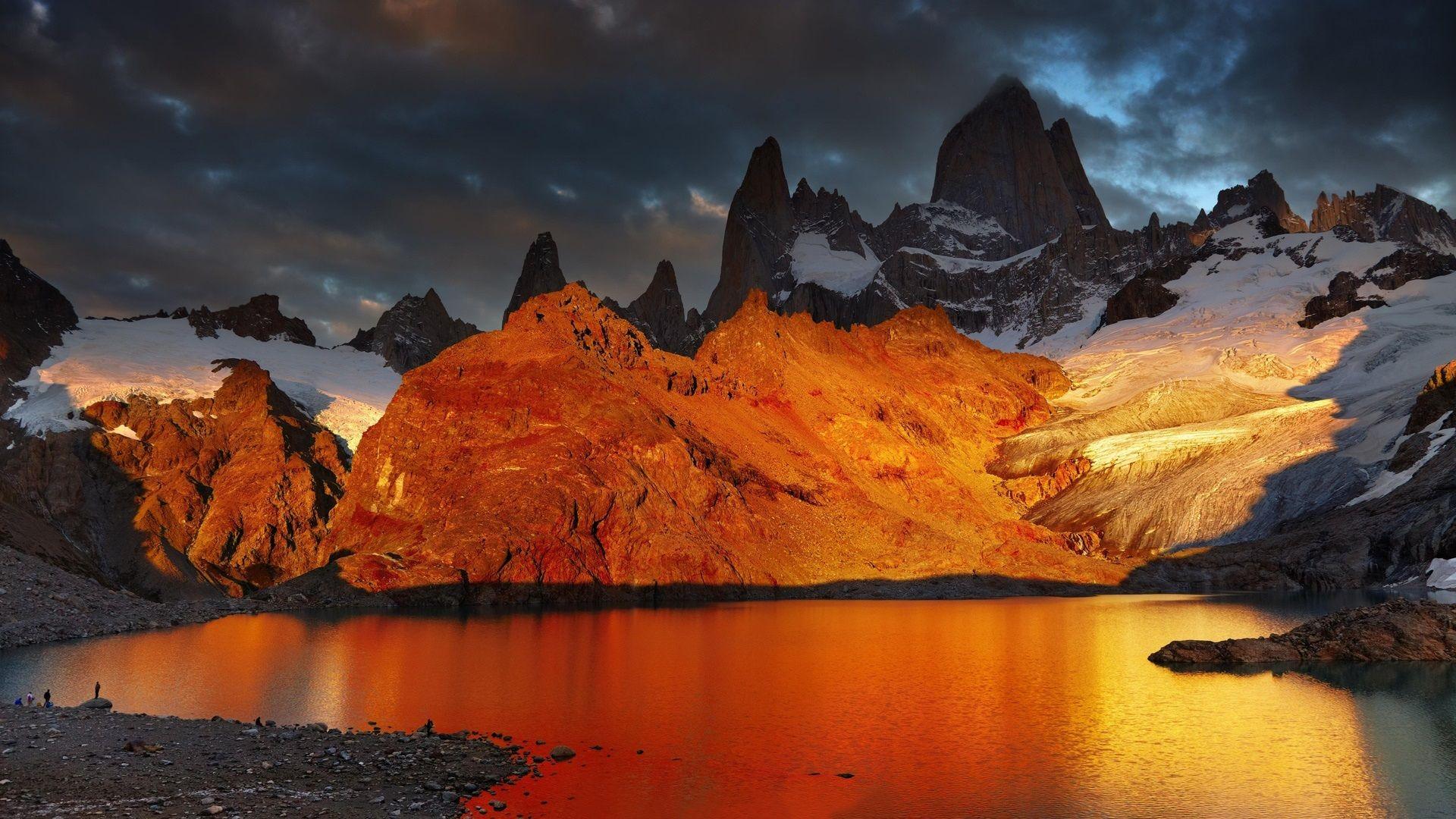 Montañas Nevadas En La Patagonia: Patagonia, Argentina, Lago, Montaña, Amanecer, Nieve
