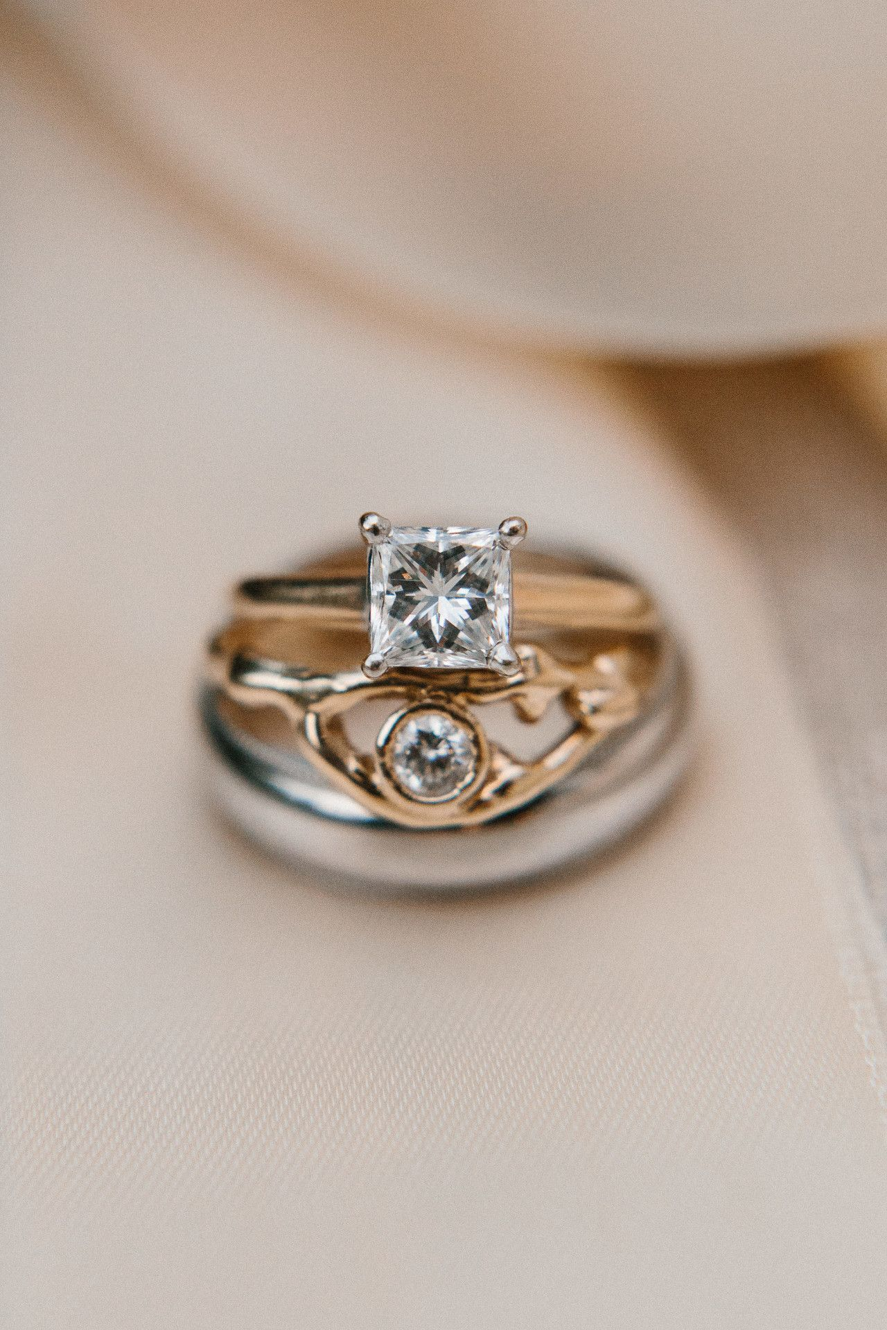 Simple gold wedding ring square diamond wedding ring unique