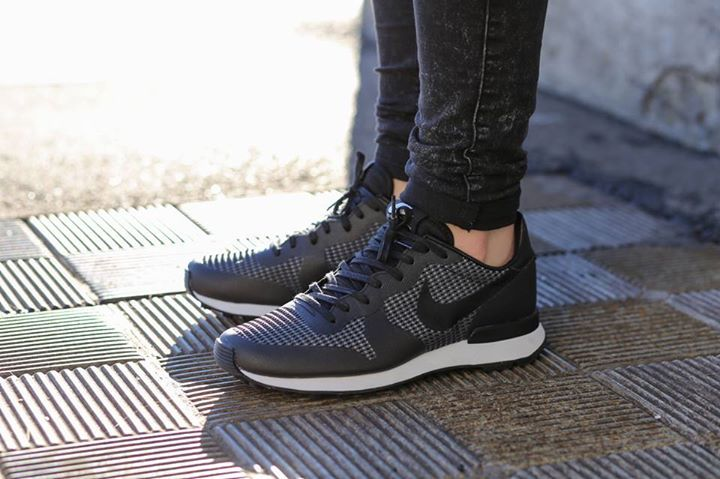 Nike Wmns Internationalist JCRD - Black/Black-Cool Grey-White Fashion Style