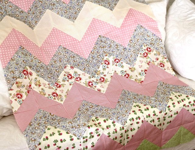Tutorial for a Quick and Easy Chevron Zig Zag Quilt by http ... : quick and easy baby quilts - Adamdwight.com