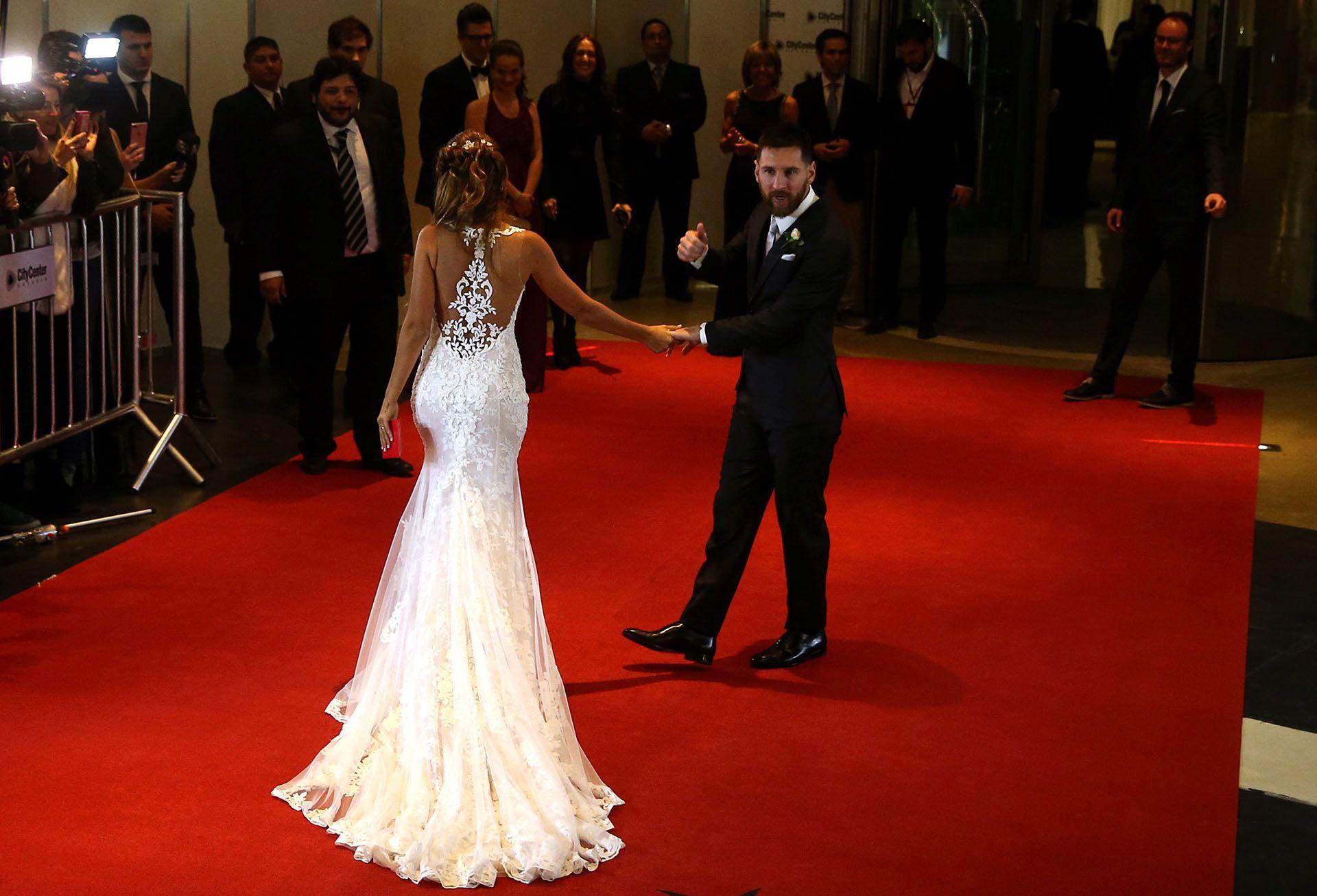 Las 110 Mejores Fotos De La Boda De Lionel Messi Y Antonela Roccuzzo Dresses Wedding Dresses Wedding Dress Styles