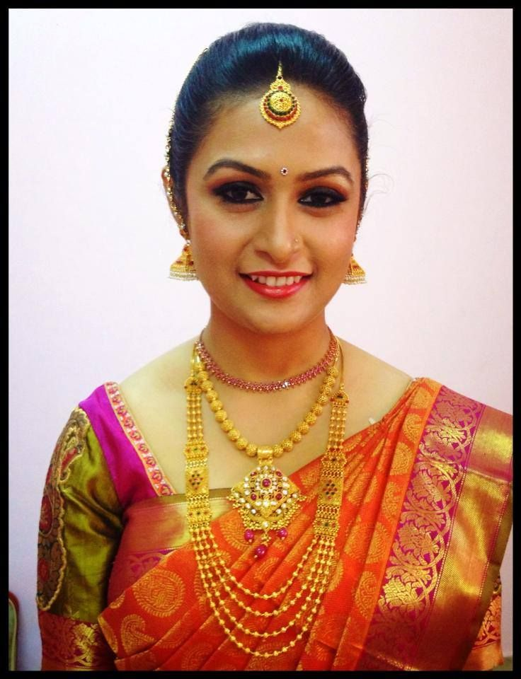 Traditional South Indian bride wearing bridal saree and jewellery ...