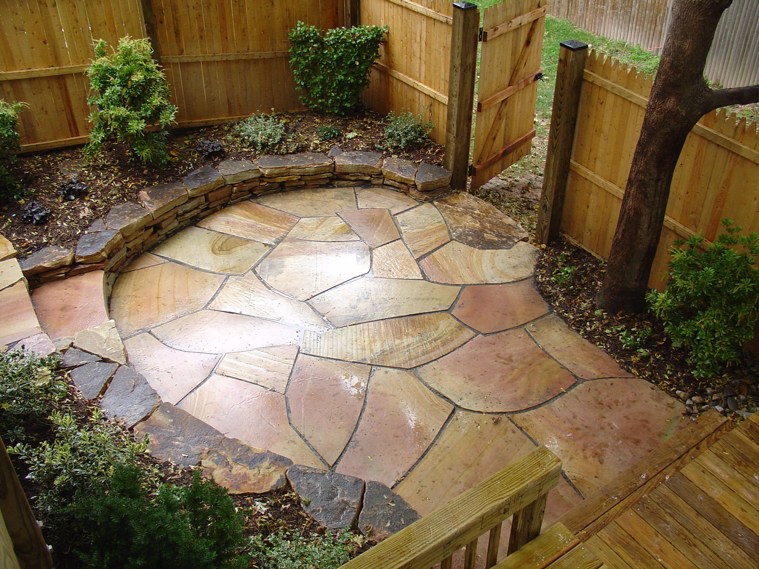 Irregular flagstone patio garden patio and pathway for Flagstone patio designs