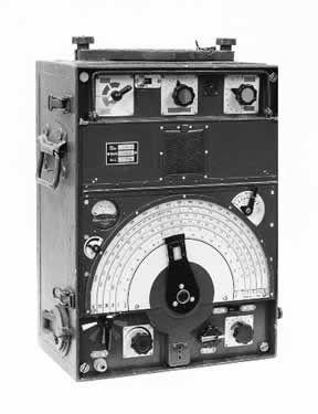 Radiogoniómetro militar alemán. Nótese el amplio espectro de frecuencias de HF que muestra el dial.