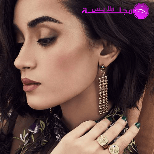 طريقة تنسيق المجوهرات لتبدو أنيقة Earrings Gold Drop Earrings Coordinates Jewelry