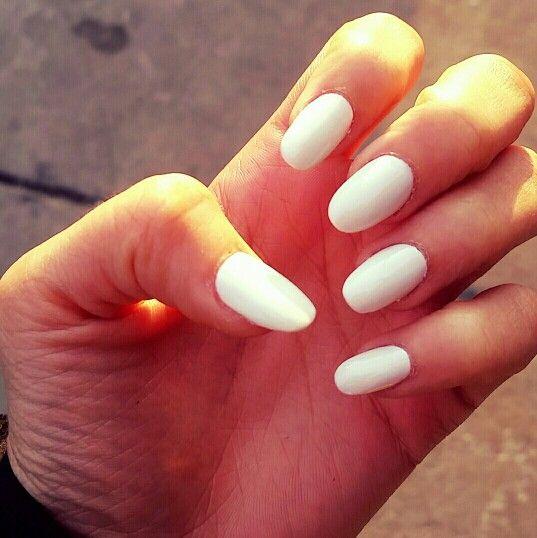 White Oval Shaped Acrylic Nails Oval Acrylic Nails Acrylic Nail Designs Almond Acrylic Nails