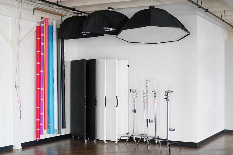 Mobile Reflectors and Light Absorbers