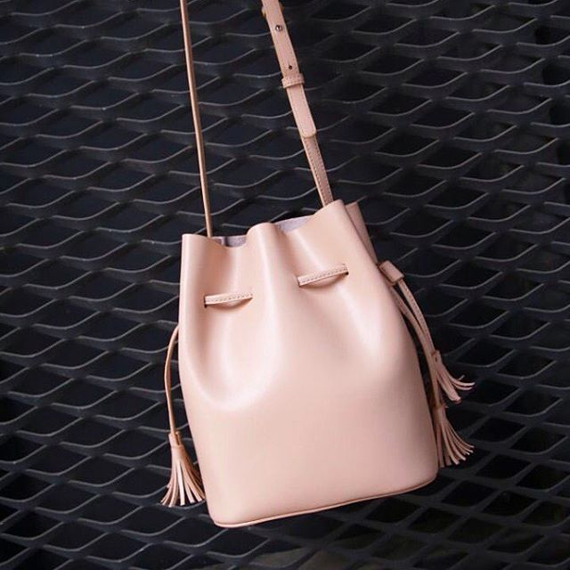 Ganz grosse Taschenliebe! Ich mag Beuteltaschen derzeit so gerne. Dieses schöne Stück ist von @hielevencom ❤️ I'm in love with my new leather bag from @hielevencom ❤️ #bag #love #lovers #present #daily #picoftheday #happy #fashioninspiration #fashionista