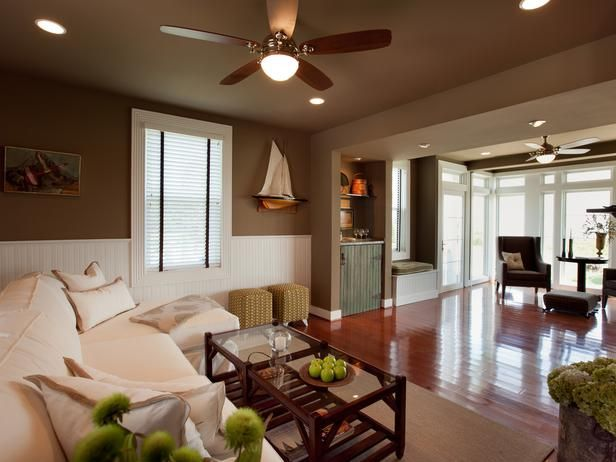 Should Living Rooms Have Warm White Or Cool White Bulbs