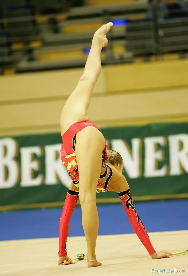 Фото между ног у гимнасток — pic 6