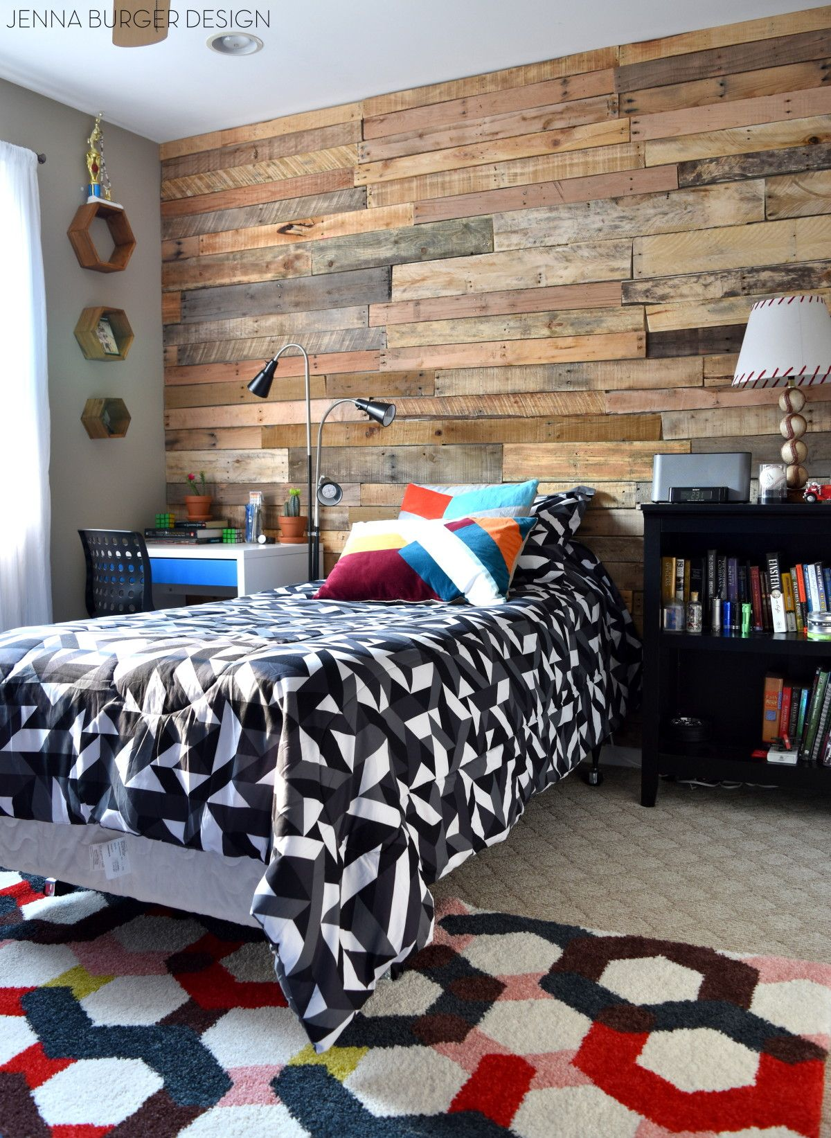 Teen room revamp a pallet wall was added to the focal for Cool ways to rearrange your bedroom
