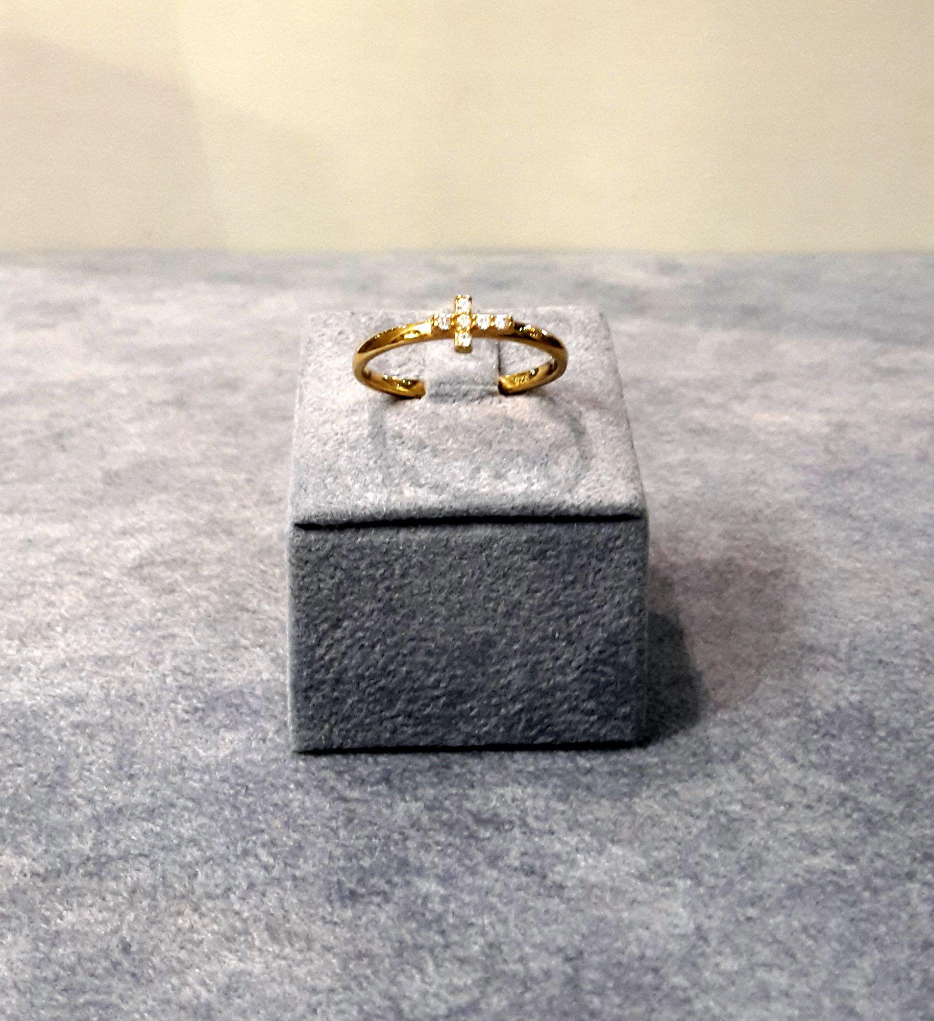 3f08ca93e4ca Sortija de plata 925 dorada con cruz de circonitas. PVP  38 ...