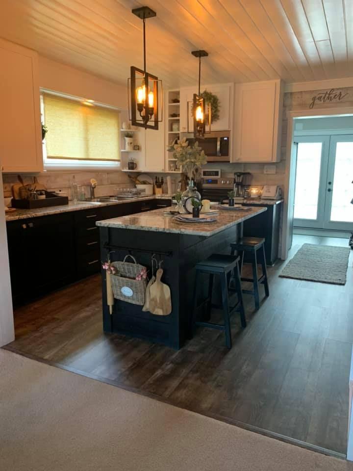 farmhouse kitchen in 2020 black white kitchen kitchen farmhouse kitchen on farmhouse kitchen black and white id=69554