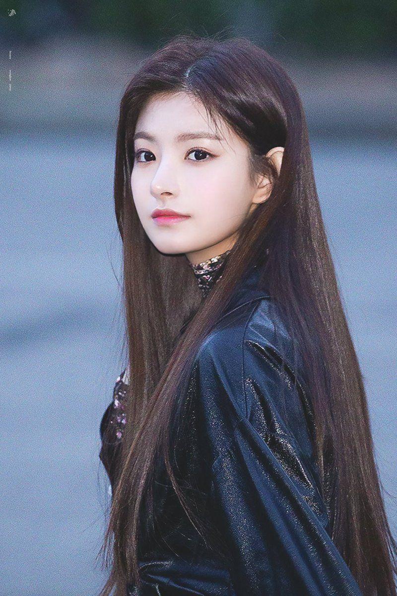 Pin By Isie Olayon On Kpop Ulzzang Girl Cute Korean Girl Kpop Girl Groups