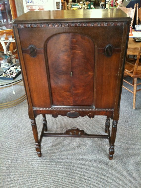 1930 American Bosch Console/Highboy Radio Model 48 Shabadashery. Antiques and Collectibles in Troy, New York.