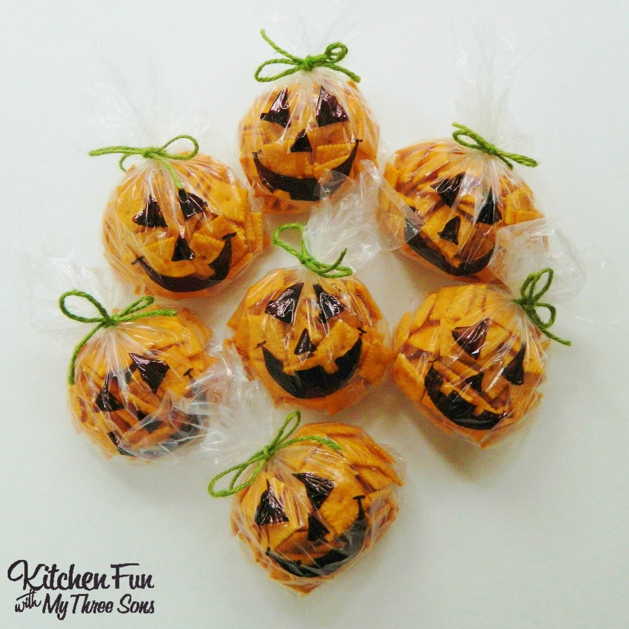 Easy Halloween Pumpkin Snack Bags filled with Cheez-its & baggies ...