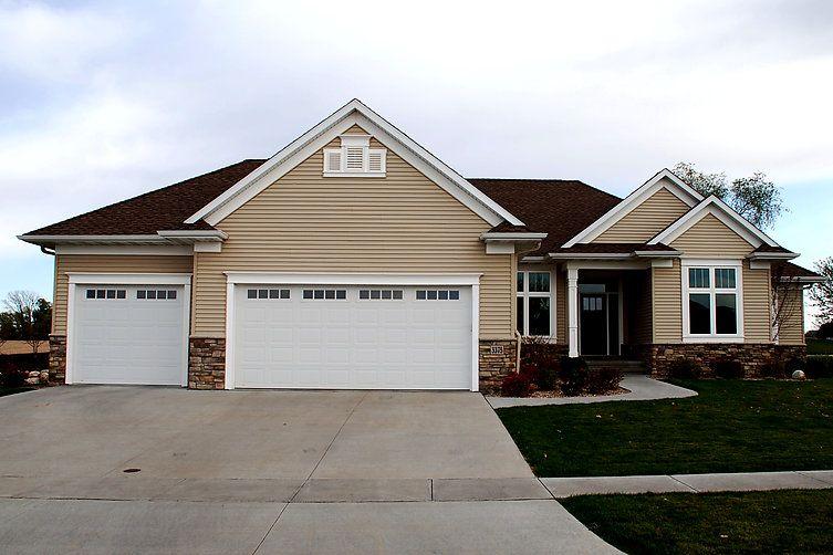 Overhead Door Co Of Cedar Rapids Iowa City Residential Garage Doors Garage Door Styles Residential Garage Doors Garage Doors