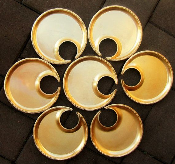 Metallic Gold Melamine Wine Glass Holder Party Plates by DsTrove.. The plate that holds a glass! & Metallic Gold Melamine Wine Glass Holder Party Plates by DsTrove ...