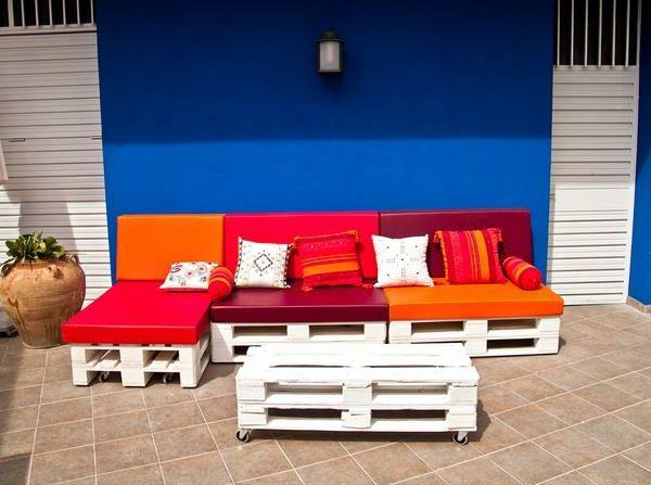 Matratzen farbig  Sofa aus Paletten - eine perfekte Vollendung des Interieurs | Sofa ...