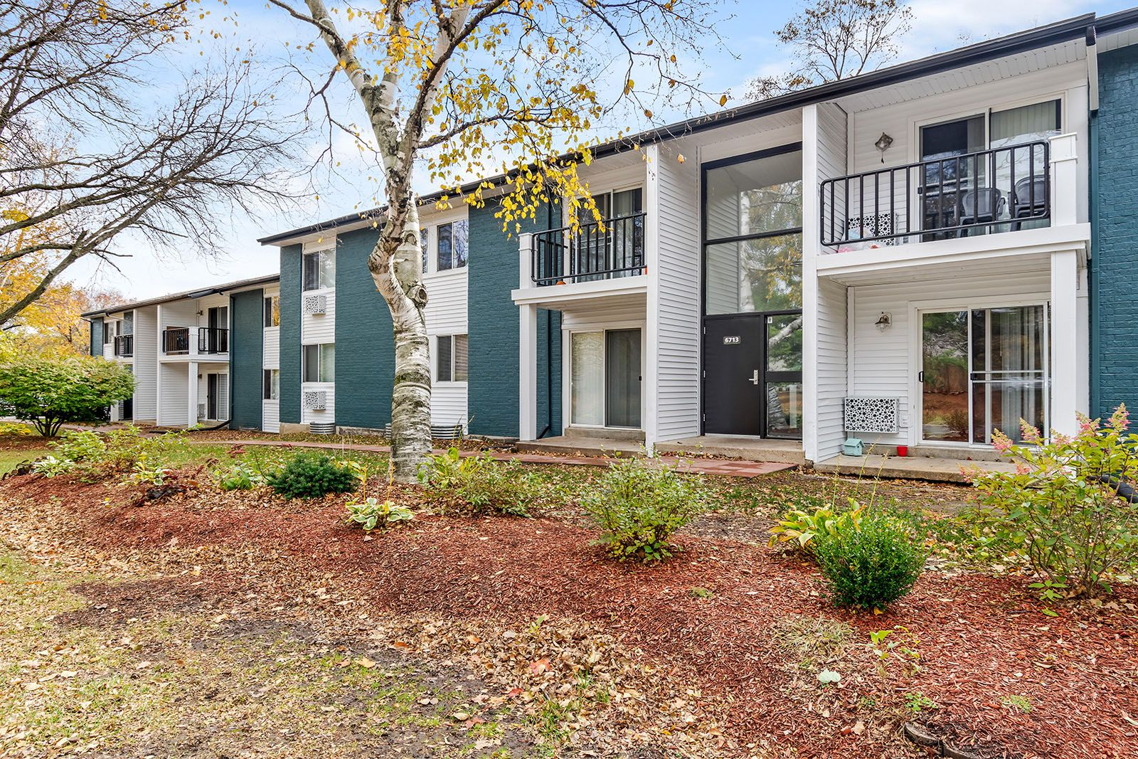 Welcome Home Renew Madison Features Updated Apartment Homes On 22 Acres Of Picturesque Grounds And Cool Apartments Pet Friendly Apartments Apartments For Rent