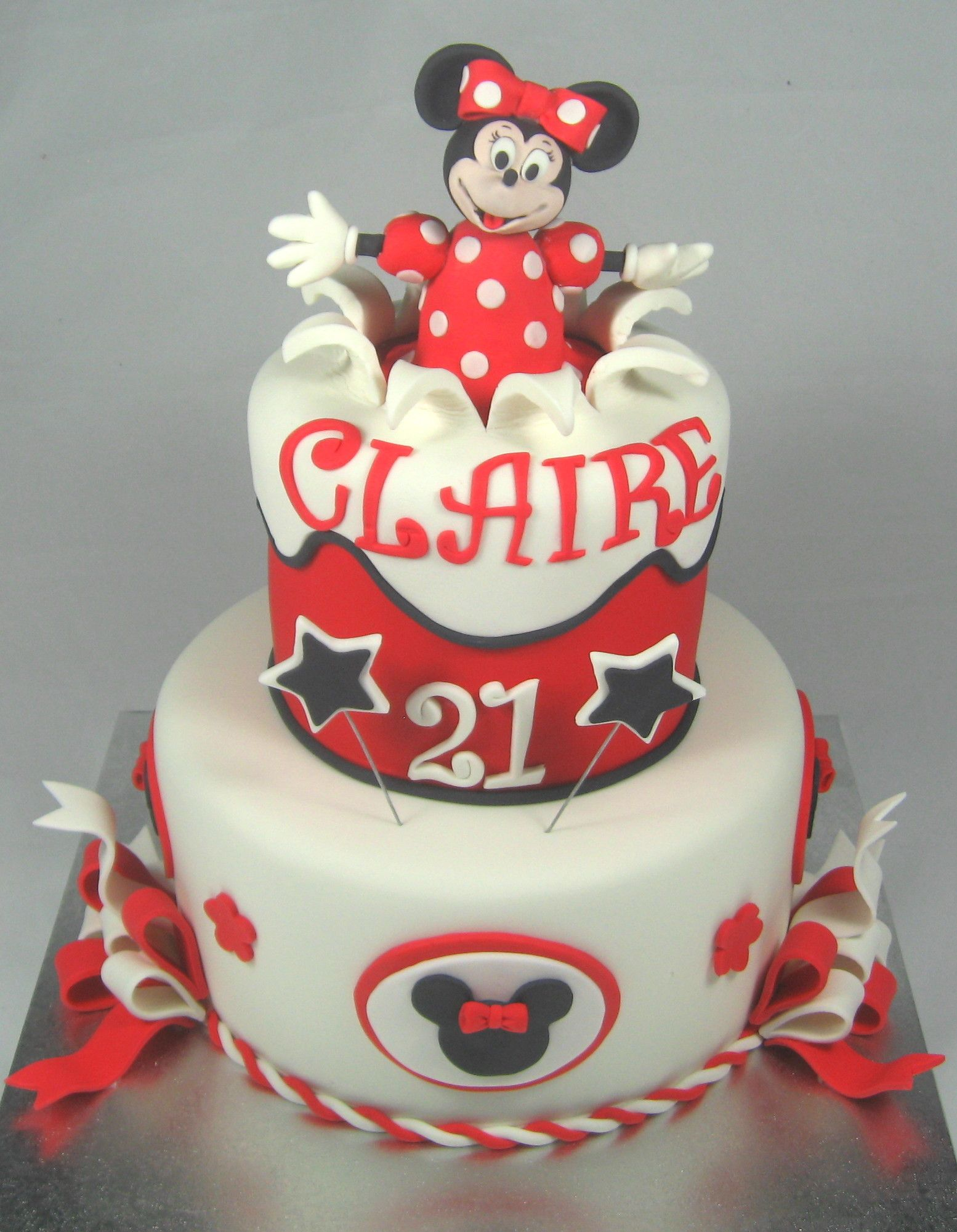 Red WhiteBlack Minnie Mouse cake by httpswwwfacebookcompages