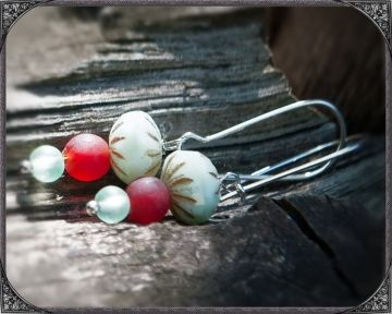 Mint and dark red earhanger, a very new and fresh colour combination!