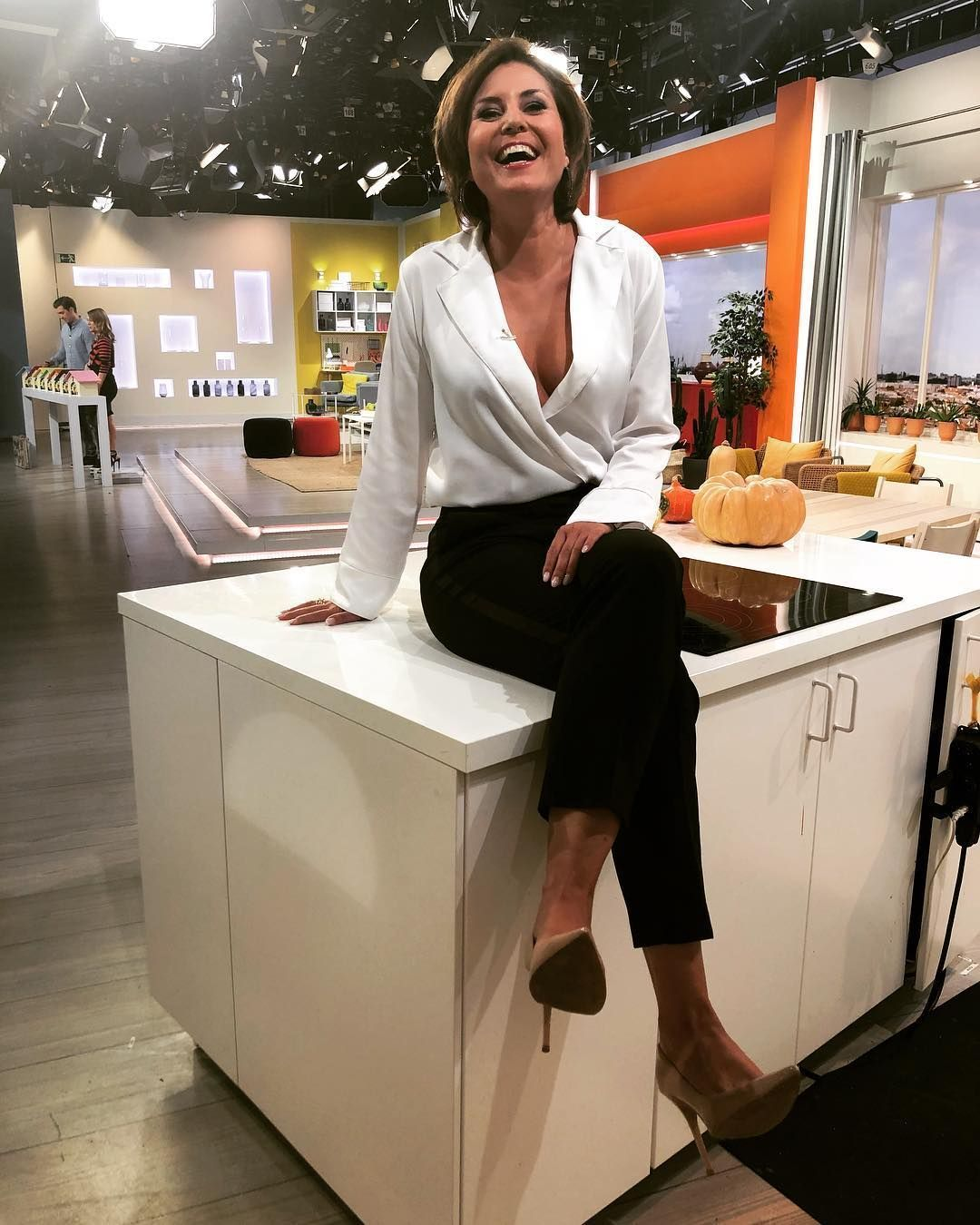 Bild Konnte Enthalten 1 Person Steht Kuche Und Innenbereich Ich Stehe Total Vanessa Blumhagen Prominente Prominente Frauen