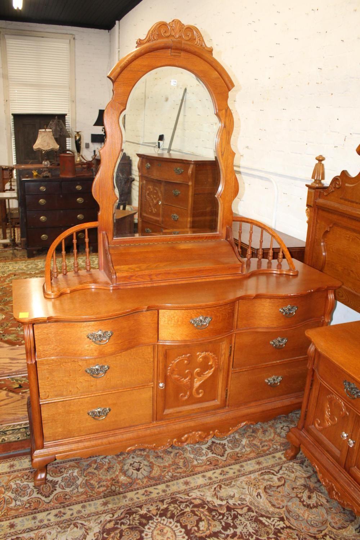 5pc. Lexington Oak Queen Bedroom Set