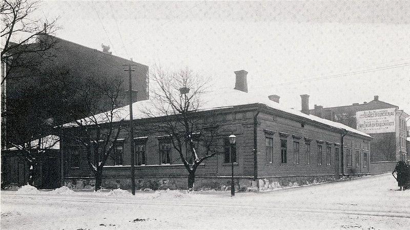 Bulevardin ja Annankadun kulmatalo (Bulevardi 5) Helsinki v.1902, tutkimusmatkailija A.E.Nordenskiöldin syntymäkoti.Talo purettiin v.1924 siihen valmistuneen nykyisen rakennuksen tieltä.