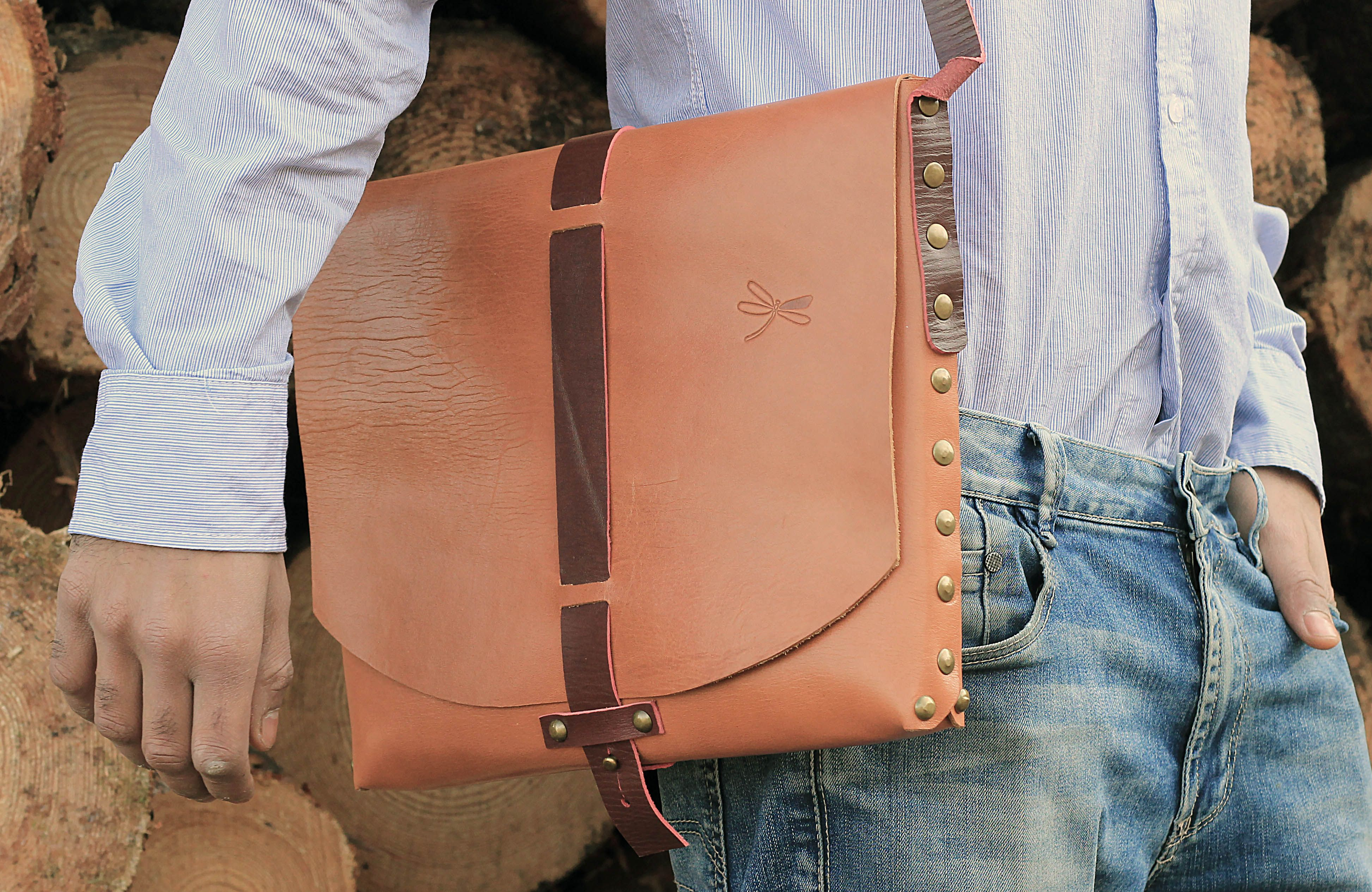 Original leather shoulder bag and seamless. Creation by Ludena.