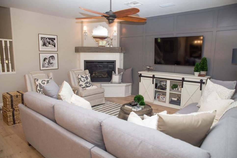 Best A Large Sectional And Two Chairs Give This Cozy Living 400 x 300