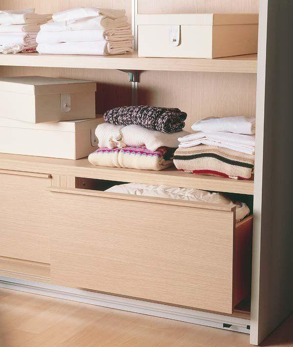 C mo organizar el interior de un armario el interior for Organizar armarios empotrados