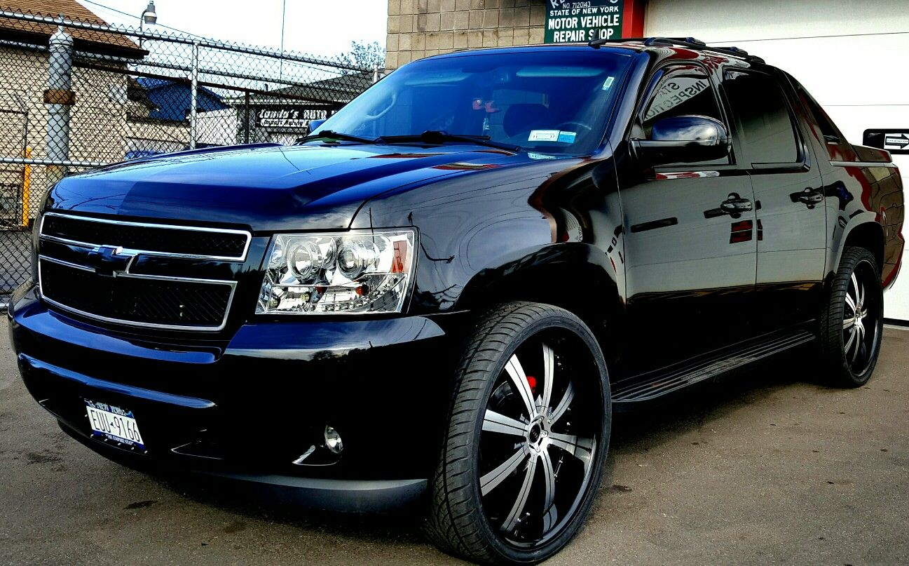 "2009 Chevy Avalanche custom with 26"" rims 