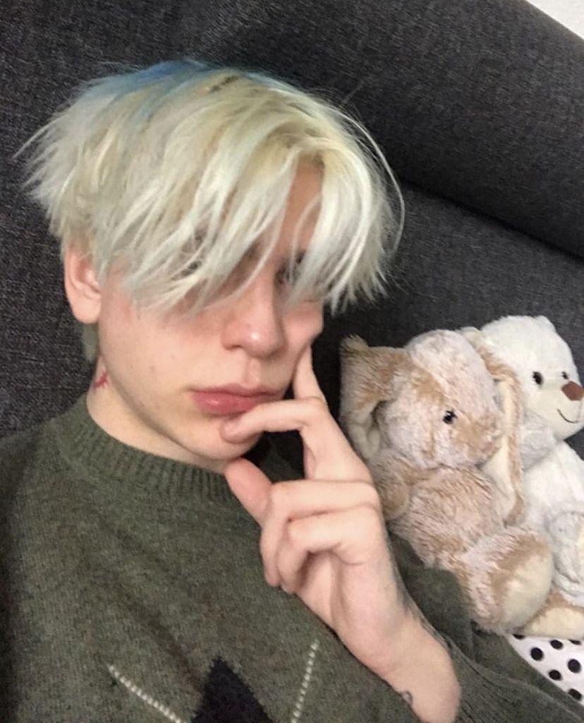 kisu hampi  Cute emo boys, Blonde boys, Grunge boy