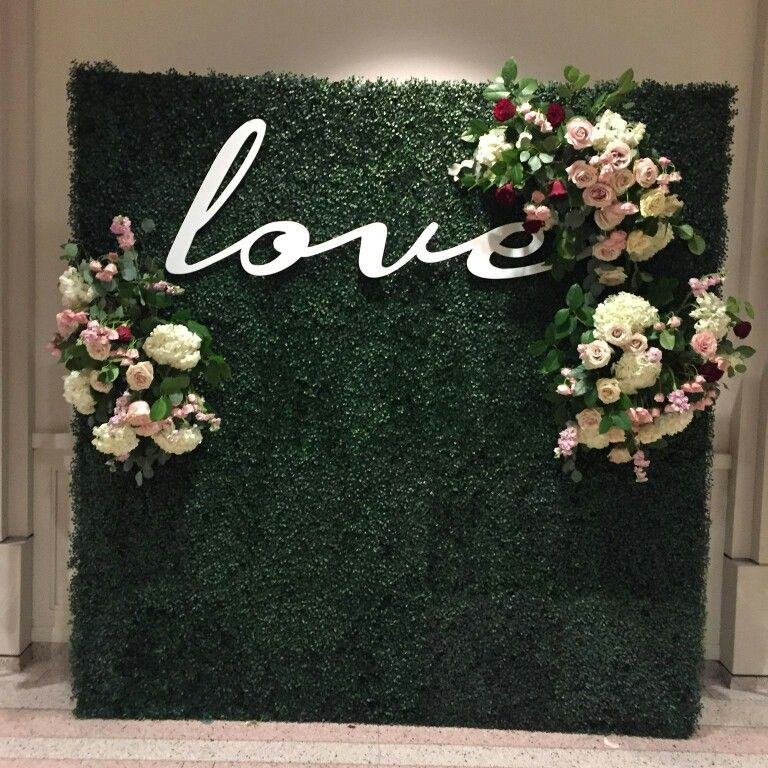 Love Hedge Wall With Fresh Flowers 8x8 Wedding Backdrop Flower Wall Wedding Wedding Photo Walls