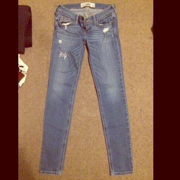 Hollister jeans. Size 0 short Some of my prices are negotiable, don't forget to ask :) ✅Willing to trade✅ Hollister Jeans Skinny