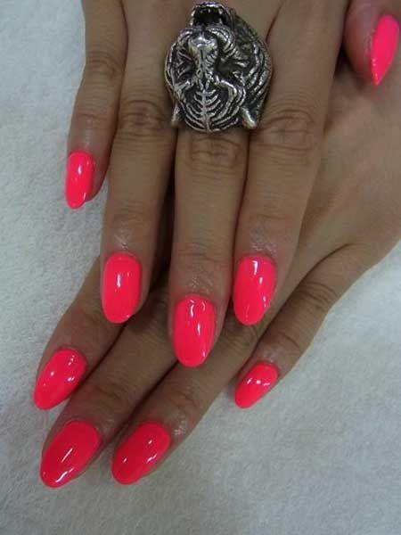 Korte hete roze nagels