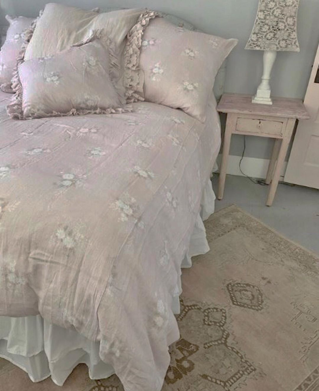 Rapport Evelyn Pink White Vintage Floral Lace Edge Duvet Cover Bedding All Sizes