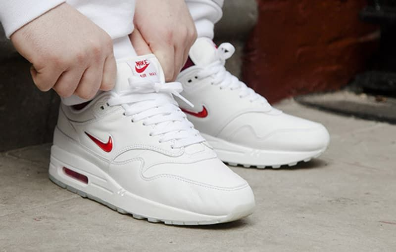 Nike Air Max 1 Jewel Swoosh Blanc Rouge Sole Collector