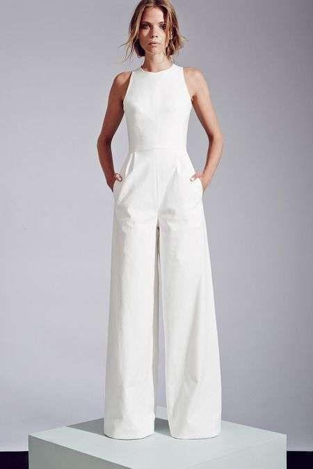 Invitadas de boda  Diseños de monos - Jumpsuit blanco para boda ... 4e1c65aa140