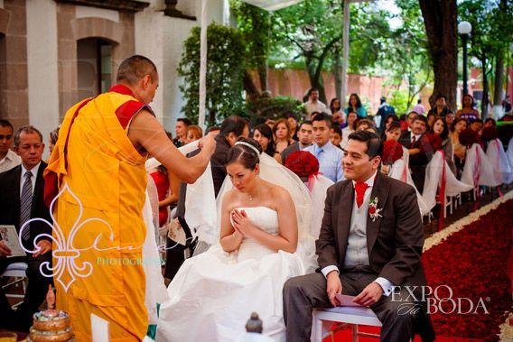 Matrimonio Budista : Boda budista bridal y dresses