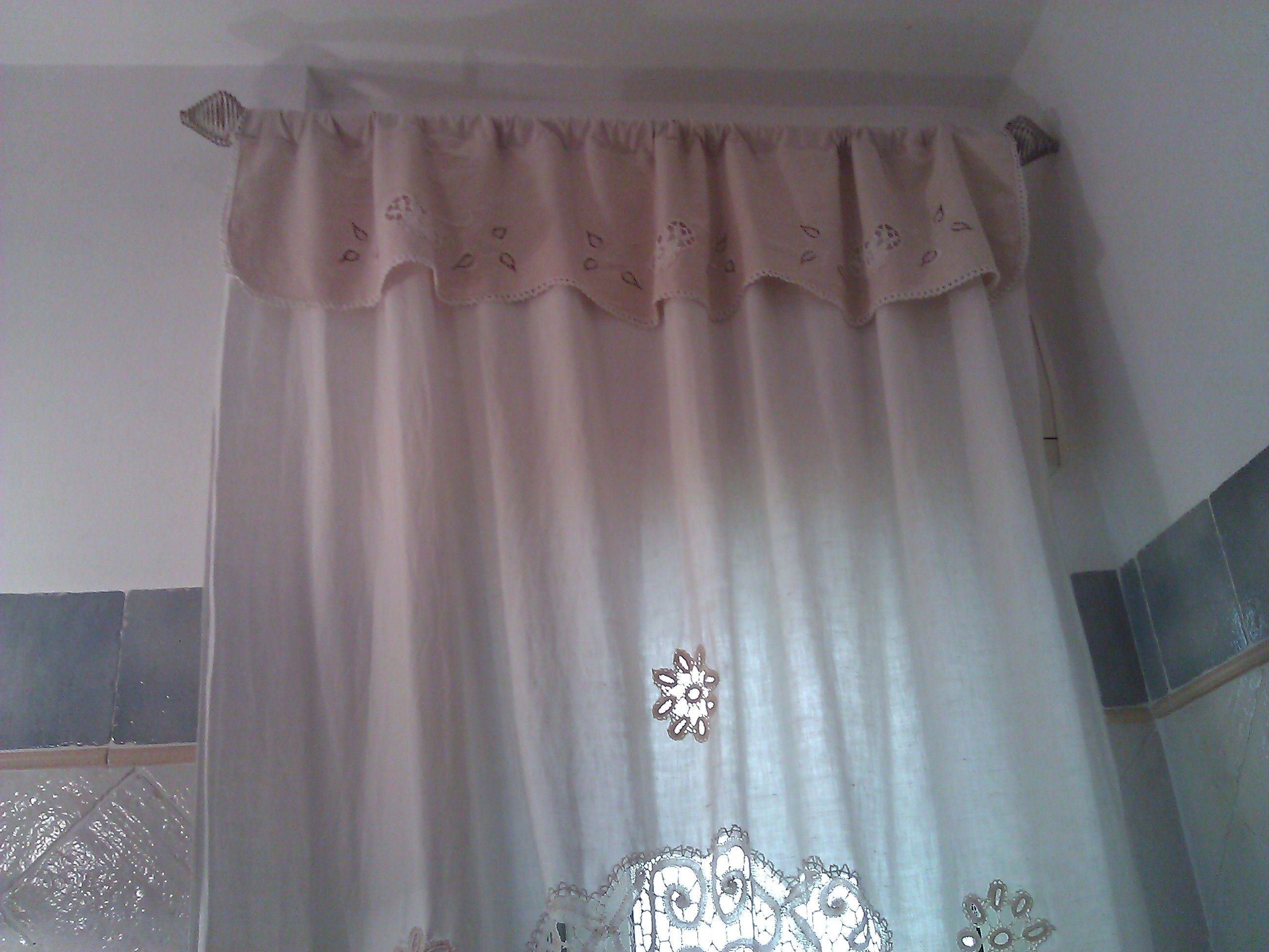 Tendina bagno ~ Tenda in lino con applicazioni e merletto in bagno shabby