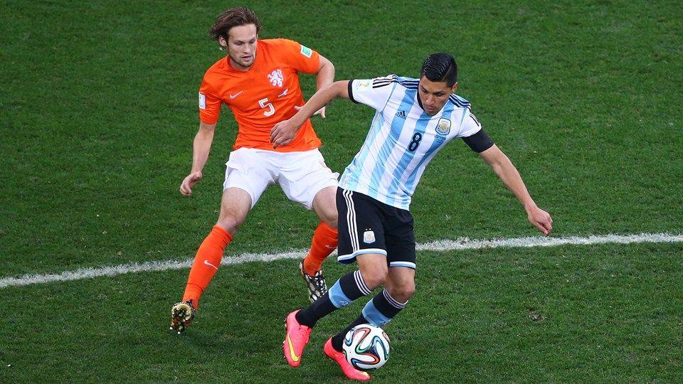 Enzo Perez Of Argentina Controls The Ball Holanda Jugador De Futbol Argentina