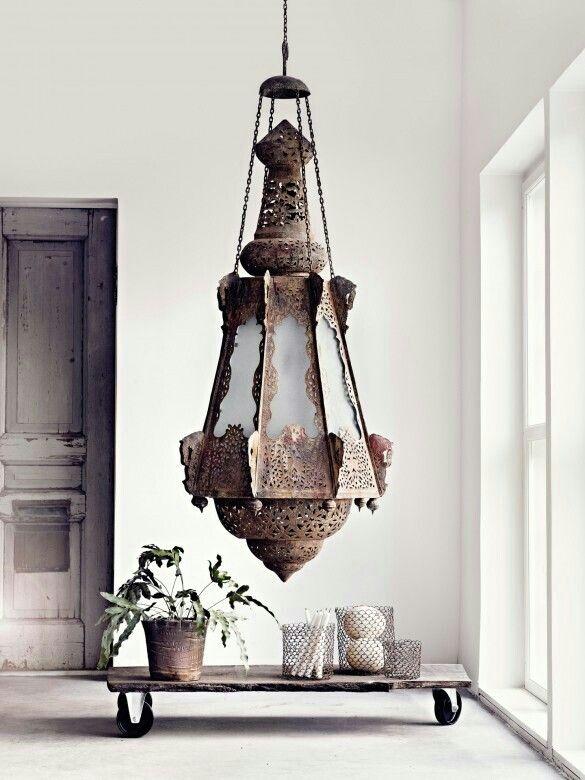 ♡ What a stunning design! Traditional Moroccan hanging light.  Såå coolt(!) med udda proportioner!