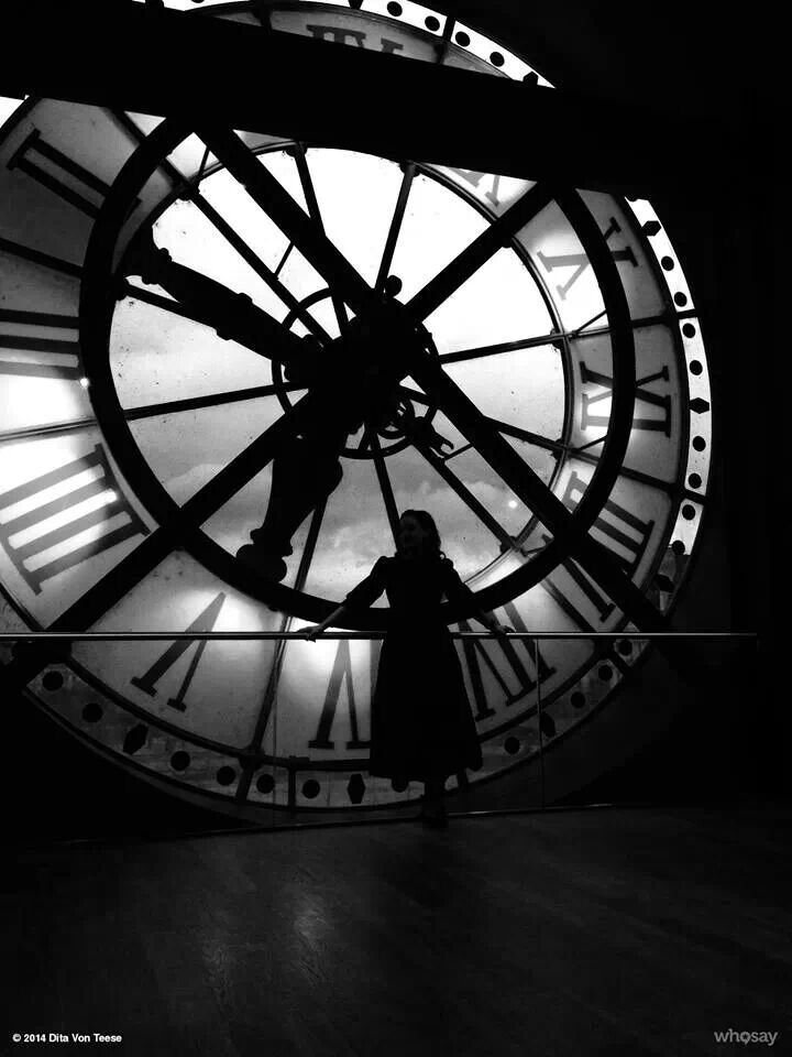 Dita at Musée D'Orsay in Paris | Photography wallpaper ...