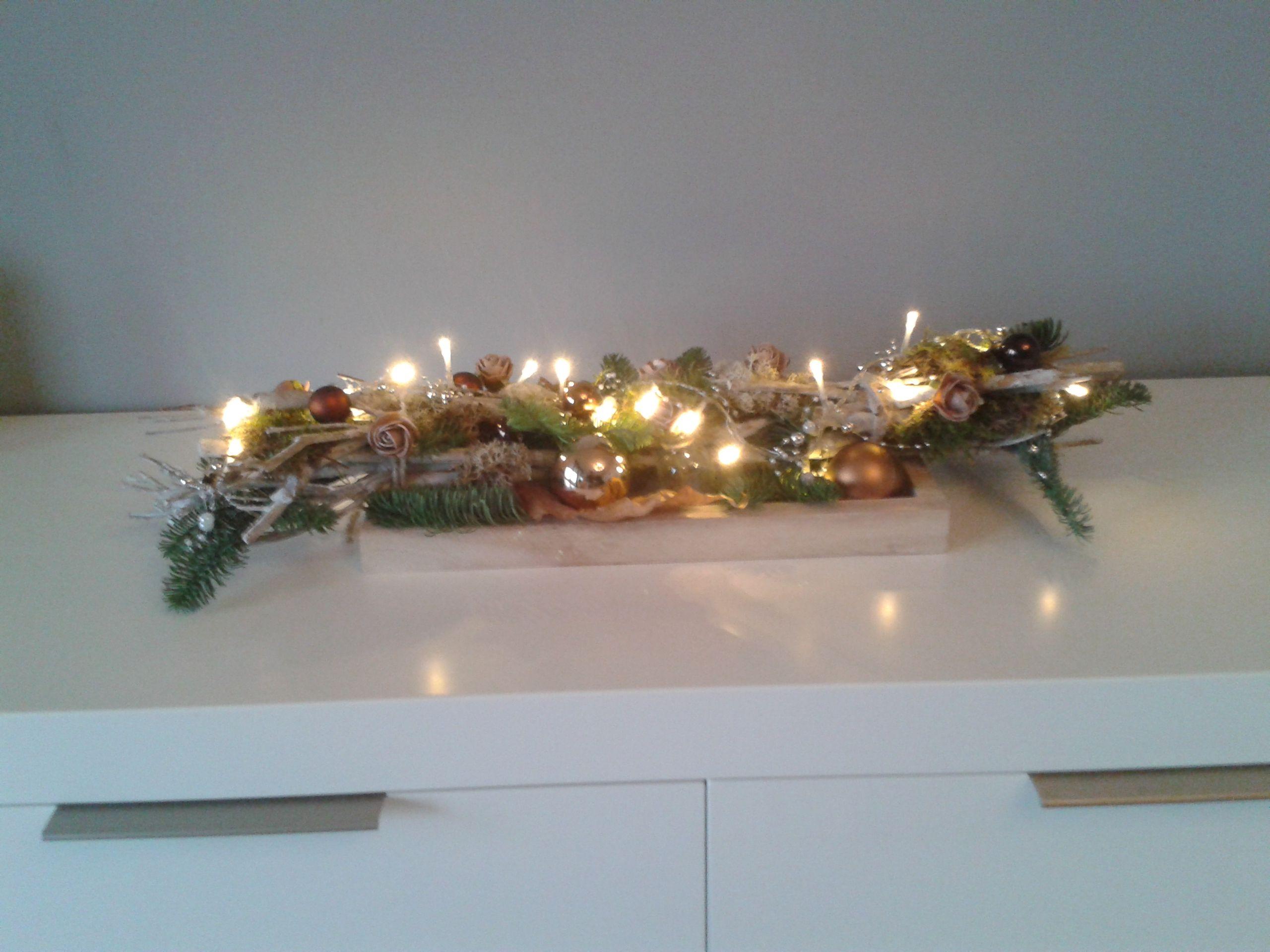 takkenbos met verlichting 2016 | FE Kerstbloemstukken | Pinterest ...