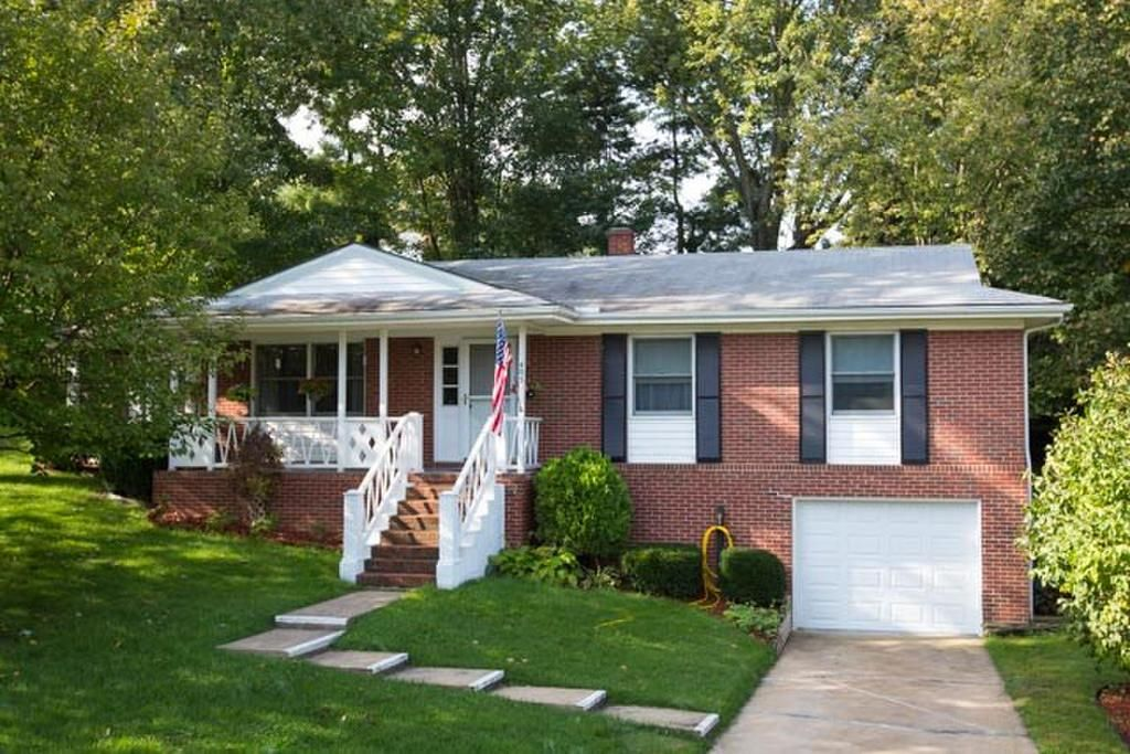 Walk To Hillandale Park Lovely One Level Brick Ranch With Full