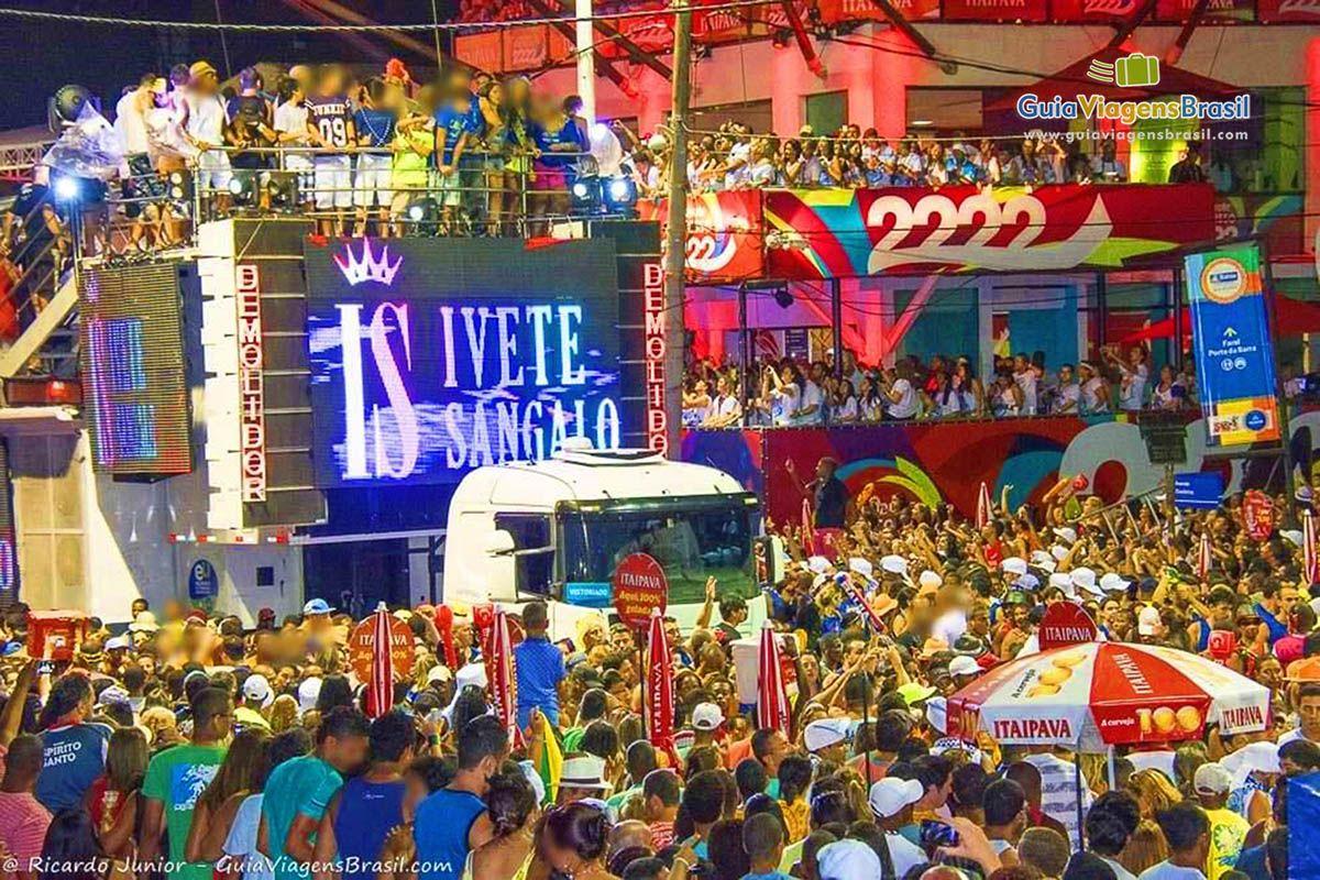 Circuito Osmar : Bandas e cantores famosos fazem o agito dos circuitos dos trios em