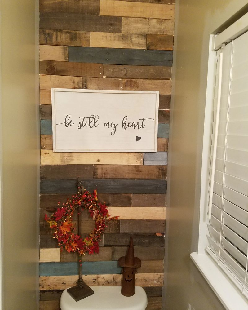 Accent Pallets Planks On A Painted Wall: Pallet Wall - Pallet Wood Accents